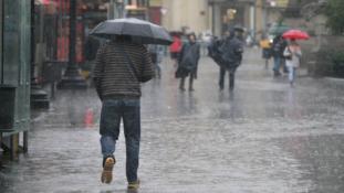 تساقطات مطرية وأجواء غائمة اليوم الاثنين