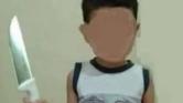صادم .. طفل يقتل والدته وهي نائمة بـ 30 طعنة في الرقبة