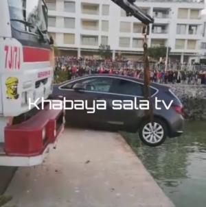فيديو – لحضة إنقاذ سيارة من السقوط بمياه مارينا سلا